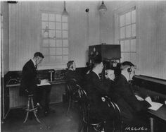 The broadcast staff of KDKA Radio reporting on the Harding - Cox election returns in the station, Pittsburgh, Pennsylvania. The station's coverage gave birth to modern broadcasting. The staff. Get premium, high resolution news photos at Getty Images Warren G, Weird News, University Of Wisconsin, Pittsburgh Pa, People Talk, Popular Culture, Looking Back, New Pictures, The Incredibles