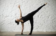 Are you a complete beginner to yoga? This 20 minute yoga routine for beginners will help you tone, improve flexibility, lose weight, and build a strong foundation of some of the most essential yoga poses. Iyengar Yoga, Ashtanga Yoga, Yoga Bewegungen, Yoga Moves, Yoga Exercises, Namaste Yoga, Pilates Yoga, Pilates Reformer, Vinyasa Yoga