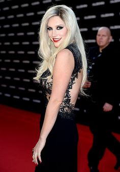 Ke$ha goes glam on the red carpet -- and looks great!