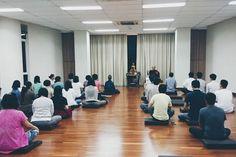 Sedang berlangsung sitting group oleh Y.M. Bhikkhu Gunasiri di Vihara Dharma Suci.  Setiap Rabu malam kegiatan ini rutin diadakan kecuali ada hal-hal spesial tertentu. Tentunya terbuka untuk siapapun. Selain itu ada One Day Mindfulness (ODM) sebulan sekali di sini juga.  Mari turut meramaikan bersama-sama mengikis kekotoran batin / kilesa.  Untuk info kegiatan dapat langsung cek website. Anumodana  #meditasi #vipassana #bhante #gunasiri