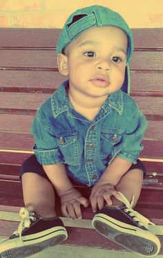 he is so adorable, this could literally be my future son based on my boyfriend and I's baby pictures lol <3