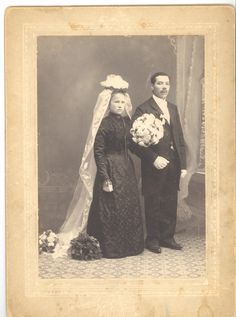 GGS member Cynthia Jacobson shares a wedding portrait of her ancestors. Emma Hutop and August Hilger arrived in New York City in 1905 after living in Essen, Germany for about five years. A few week. Vintage Wedding Photos, Vintage Bridal, Wedding Pictures, Vintage Weddings, Black Wedding Gowns, Wedding Attire, Wedding Dress, Wedding Venues Toronto, Inexpensive Wedding Venues