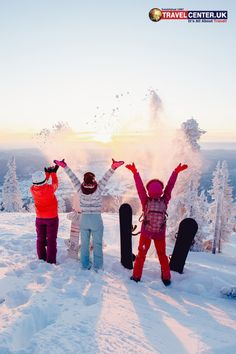Winter sports enthusiasts get a thrilling experience by snowboarding on snowy slopes with family or friends, bringing them ultimate joy and pleasure! Snowboarding, Skiing, Winter Holiday Destinations, Best Christmas Markets, Travel Center, Ski Holidays, Holiday Deals, Winter Sports, Favorite Holiday