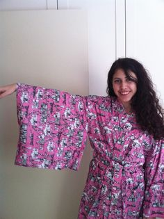 gorgeous brighton toile print house coat. not that you could do ANY housework in *those* sleeves. bonus!