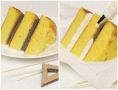 Kabarık pastalar için kek tabanlarının arasına karton konuluyor