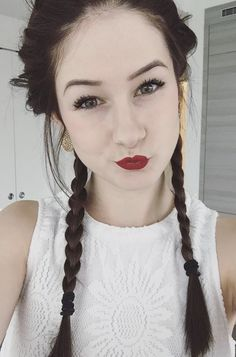 Emma verde Emma Verde, Youtubers, Celebrities, Number 2, Star, Everything, Fine Girls, Hairstyles, Livres