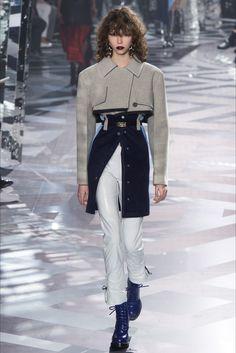 Sfilata Louis Vuitton Parigi - Collezioni Autunno Inverno 2016-17 - Vogue