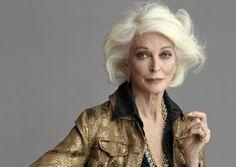 La modelo Carmen Dell´Orefice, de 81 años, sigue en activo desde que empezara su carrera en 1947. / TIMOTHY GREENFIELD-SANDERS