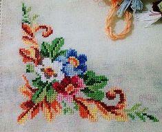 Cross Stitch Pillow, Cross Stitch Art, Cross Stitch Borders, Cross Stitch Flowers, Cross Stitch Embroidery, Embroidery Patterns, Hand Embroidery, Cross Stitch Patterns, Hobbies And Crafts
