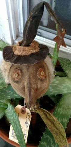 Primitive-Old-Hag-on-old-8-thread-bobbin-witch-halloween-grungy