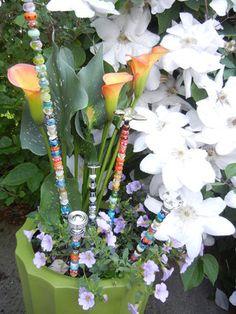 Beading Idea: Garden Fairy Wands - How well will this actually work outside? Garden Whimsy, Gnome Garden, Fairies Garden, Garden Fun, Dish Garden, Flower Fairies, Dream Garden, Garden Terrarium, Glass Garden