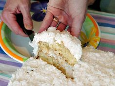 Charleston Coconut Cake - Rich's and its Magnolia Room restaurant are no more, but here is one of the recipes that made it famous. Cupcakes, Cupcake Cakes, Delicious Desserts, Dessert Recipes, Cake Recipes, Cake Show, Food Test, Take The Cake, Frozen Fruit