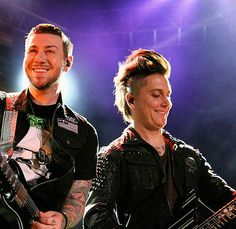 Omg their zmiles!!!! sooo cuuute!!❤❤ zacky vengeance & synyster gates 2013 avenged sevenfold a7x