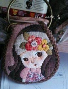 patchwork case for key Wool Applique, Applique Patterns, Applique Quilts, Embroidery Applique, Quilt Patterns, Japanese Patchwork, Patchwork Bags, Quilted Bag, Quilting Projects