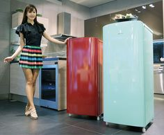 Samsung Electronics is to launch a new mini refrigerator with differentiated style and enhanced practicality. Samsung's new one-door mini refrigerator, coming in two colors of Mint Blue(197ℓ) and O'Hara Red(177ℓ), is highlighted with stylish curve de what a great idea