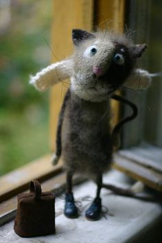 needle felted by Katya Kozunenko ... What a face! And arm akimbo, too!