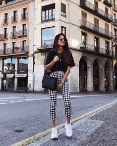 Black top outfits, casual outfits, semi casual outfit women, semi for Mode Outfits, Fall Outfits, Summer Outfits, Casual Outfits, Fashion Outfits, Womens Fashion, Fashion Trends, Fashion Ideas, Sneakers Outfit Casual