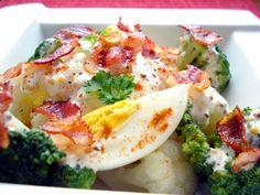 Kalafior, brokuł, jajka i boczek w sosie majonezowym- zimowa sałatka!