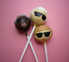 Karl Lagerfeld, Anna Wintour and André Leon Talley cake pops. Genius idea!
