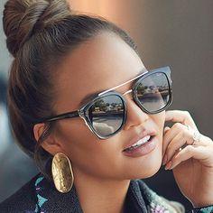 Celebrity Sunglasses, Quay Sunglasses, Sunnies, Sunglasses Women, Trending Sunglasses, Nice Sunglasses, Polarized Sunglasses, Jessica Alba Casual, White Top And Jeans
