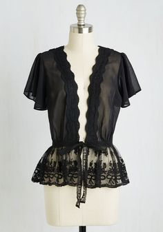 Plus Size Lace Cardigan in Noir