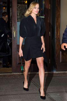 5 major Margot Robbie looks you should recreate Margot Robbie Style, Margot Elise Robbie, Margo Robbie, Margot Robbie Harley Quinn, Star Fashion, Look Fashion, Girl Fashion, Celebrity Style, Celebrity Outfits