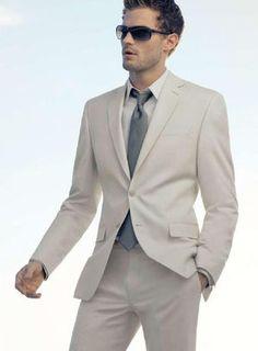 白スーツもこのスタイリッシュな着こなし♡ジェイミー・ドーナン