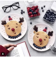 Sunday Pancakes 😚💫 I share the recipe for delicious bl . Christmas Pancakes, Christmas Snacks, Xmas Food, Christmas Breakfast, Christmas Cooking, Christmas Elf, Food Art For Kids, Good Food, Yummy Food