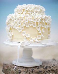 Tortas de boda: Dainty pastel de boda flor blanca