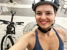 Retomando a rotina com minha bike companheira. Minha bicicleta anterior tinha nome era a Blanquita mas essa nunca foi batizada. Acho que está na hora de dar um nome para ela.  E espero que pedalar para todos os lugares me ajude no #ProjetoLiaCaldas2017 né?!  #ProjetoLiaCaldas #LiaCaldas40