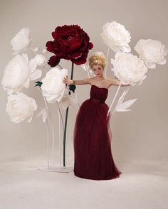 Giant paper flowers!! A wonderful idea for your alternative wedding backdrop, isn't it?