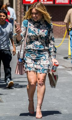Love Hilary Duff's look? Get more style… Hilary Duff Legs, Hilary Duff Style, Fashion Models, Fashion Outfits, Womens Fashion, The Duff, Beautiful Celebrities, Belle Photo, Celebrity Style