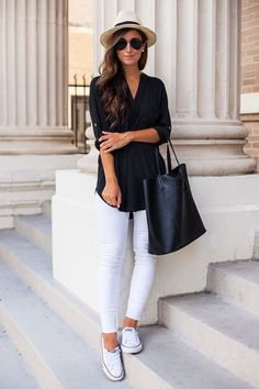Ready to see 32 Casual Chic Cute Outfits For This Summer? Surely a strong point of a winning look is to make the wearer feel at ease and casual looks are without a doubt the most fashionable and comfortable at the same time! Mode Outfits, New Outfits, Spring Outfits, Casual Outfits, Fashion Outfits, Ladies Outfits, Popular Outfits, Autumn Outfits, Casual Attire