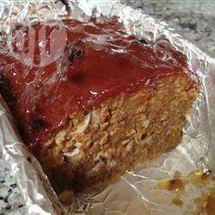 A really easy recipe for meatloaf that anyone could pull off. For a spicier meatloaf, use chili sauce or even salsa in place of the ketchup. Best Meatloaf, Meatloaf Recipes, Beef Recipes, Cooking Recipes, Lunch Recipes, Ketchup, Brown Sugar Meatloaf, Meatloaf Ingredients, Fresh Bread Crumbs