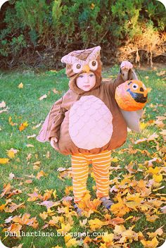 Dahlhart Lane: Owl costume:  what a talented designer!  She creates her own patterns for these!  Amazing!  What Mama-Power!