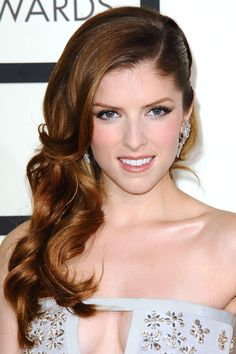 Anna Kendrick at the Grammy Awards 2014 - Classic metallic eyeshadow aside, Anna Kendrick's curled and side-swept hair is an aisle winner.