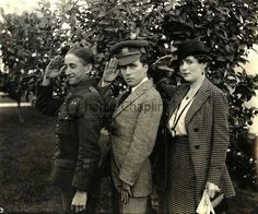 Charlie Chaplin with visitors to the studio, Canadian soldier Harold Peat and wife Louisa, 1918.