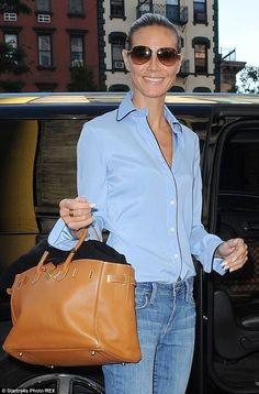 Heidi Klum and his hermes bag - General Accessories - Heidi Blue Shirt Outfits, Casual Outfits, Fashion Outfits, Womens Fashion, Sac Birkin Hermes, Birkin Bags, Sac Hermes Kelly, Bon Look, Look Jean