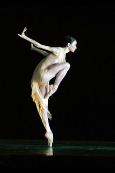 ZsaZsa Bellagio blog - dance - dancer - graceful - black background - inspiration
