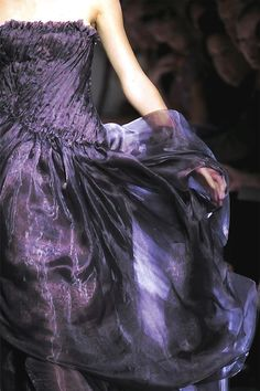Bottega Veneta Spring 2010 Ready-to-Wear Fashion Show - Chanel Gown - Trending Chanel Gown - Wild Violet Cottage Mode Purple, Purple Love, All Things Purple, Purple Lilac, Shades Of Purple, Purple Dress, Deep Purple, Magenta, Purple Stuff