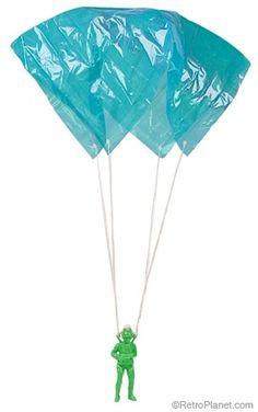 Paracaidas RUNCHO, asi se llamaba, era de plastico con soldado, solamente lo lanzabas bien alto y la gravedad hacia el resto.