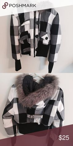 Rue21 Black/White/Gray Checkered Cropped Coat Sz M Rue21 gray/black/white cropped jacket (meaning it covers up to the end of your stomach). Gently worn. Size M. Rue21 Jackets & Coats Puffers