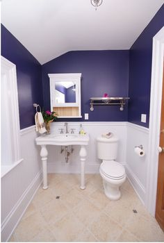 Na pintura azul, lavabo é mais sóbrio
