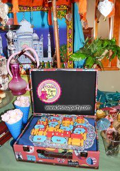 Galletas de maletas y equipaje en una mesa dulce merienda temática de Viajes - Luggage cookies catering table Lesnuzparty