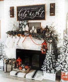 Getting out all the Christmas decoration can be overwhelming but no worries. Here are some festive rustic farmhouse Christmas ideas Christmas Dining Table, Christmas Fireplace, Christmas Bedroom, Farmhouse Christmas Decor, Christmas Mantels, Cozy Christmas, Rustic Christmas, Christmas Signs, Holiday Decor