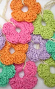 [Free Pattern] Quick And Easy Peasy Crochet Flower Ornament