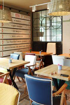 #petitdej #coffeshop #hopsitality #contractinterior #brasserie #restaurantinterior Coffee Wine, Coffee Shop, French Bistro, Wine Lover, Interior, Table, Inspiration, Furniture, Home Decor
