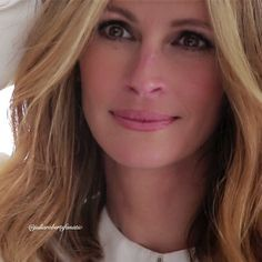 Julia Roberts Julia Roberts, Diane Keaton, Hazel Eyes, Great Women, Beautiful Celebrities, Celebs, Female Celebrities, Pretty Woman, My Hair