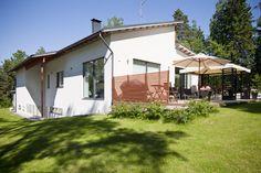 Talo suunniteltu maaston muotojen mukaan, lisää ideoita www.lammi-kivitalot.fi