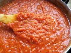 Roasted Garlic Pasta Sauce From Emeril Lagasse, Food Network 1 large onion… Roasted Red Pepper Sauce, Roasted Garlic, Roasted Peppers, Food Network Recipes, Real Food Recipes, Cooking Recipes, Bechamel, Italian Dishes, Italian Recipes